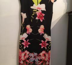 Cvetna haljina uz telo