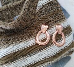 Presladak džemper sa polu-rolkom