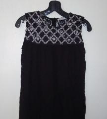 Zara basic crna bluzica sa kopcanjem pozadi