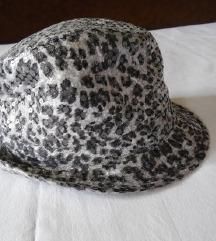 sada 200 Ženski šešir animal print i šljokicama