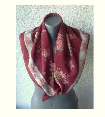 marama svilena cvetni motivi 79x73 cm