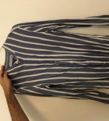 Muška tanka košulja veličine S, ruska kragna