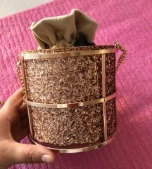 Neobična prelepa torbica