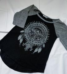 Crna bluzica sa aplikacijom