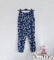 Rezervisano H&M pantalone