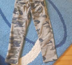 Maskirne pant.6+gratis roze pantalonice 6