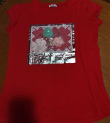 Crvena cvetna majica