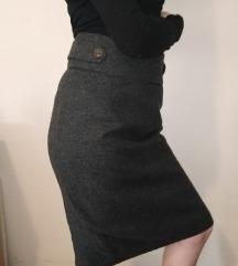 Siva suknja sa visokim strukom