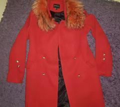 Crveni kaput pravo krzno SNIZEN NA 6500