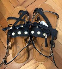 Nove sandale s biserima