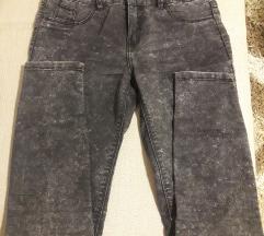 Crne farmerke pantalone