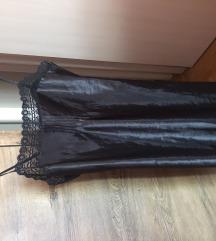 Crna kratka svilena haljina