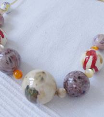 Nekoristena ogrlica od velikih keramickih kugli