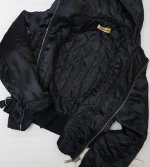 * Crna kraca jaknica *