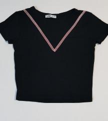 New Yorker crni crop-top sa rozim plišanim delom