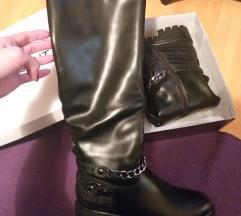 NOVE crne cizme postavljene SNIZENE
