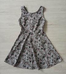 Cvetna haljina sa otvorenim leđima
