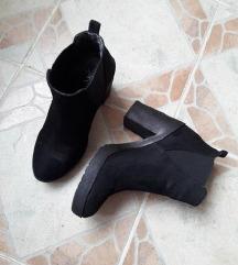 METRO crne cizme gleznjace 39/25cm
