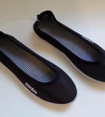 Adidas baletanke 34 (22.5cm) Novo