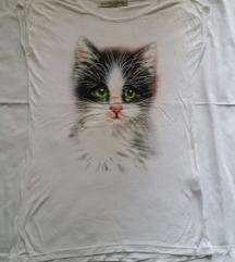 Bela majica sa printom mace