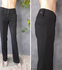 Reserved crne poslovne pantalone