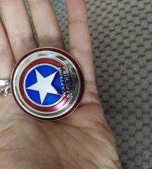 Captain America, Nov privezak.