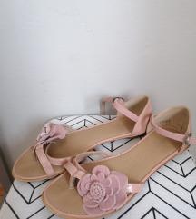 Zenske sandale Differente