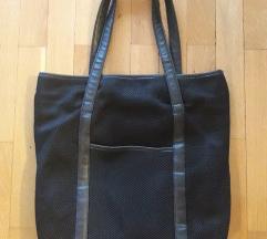 Crna sportska torba