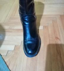Nove crne čizme
