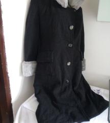 Crni kaput siva kragna M/L