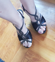 NOVO - Satenske crne sandale