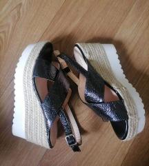 Nove fenomenalne sandale br 37