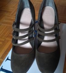 Nove Guess kozne cipele na stiklu
