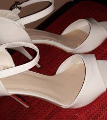 Safran bele sandale