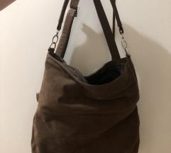 Braon torba srednje velicine