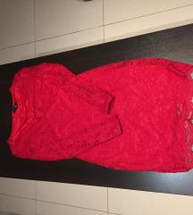 Crvena haljina od čipke