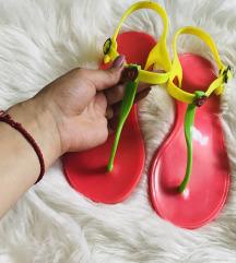 RASPRODAJA ZBOG SELIDBE neon sandale