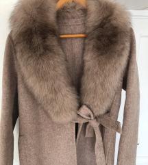 kaput od kasmira sa pravim krznom nov sa etiketom
