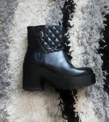 RASPRODAJA! Crne cizme