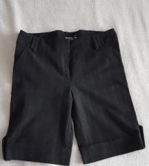 Kratke crne pantalone vel. S