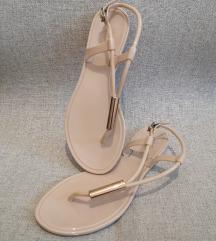 🍓 [SNIŽENO sa 1300 / NOVO] Kitten sandale / 36