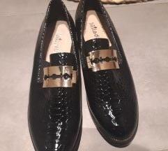 Cipele lakovane 38 nove