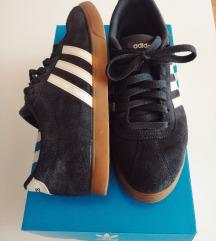 ORIGINAL Adidas patike / skoro kao nove