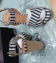Moschino sandale 38 novo