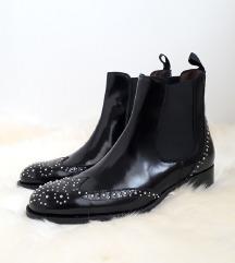 PERTINI crne kožne čizme sa zakovicama NOVE