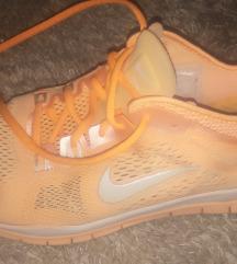 SNIZENJE Nike free tr fit 4  / 5.0