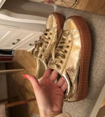 Jednom obuvene, zlatne patike, broj 40