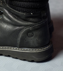 duboke crne cipele