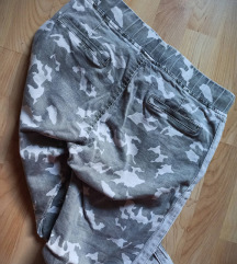 Maskirne push up pantalonice 💚