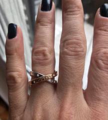 Guess prsten -- promenjena cena: 3000 din